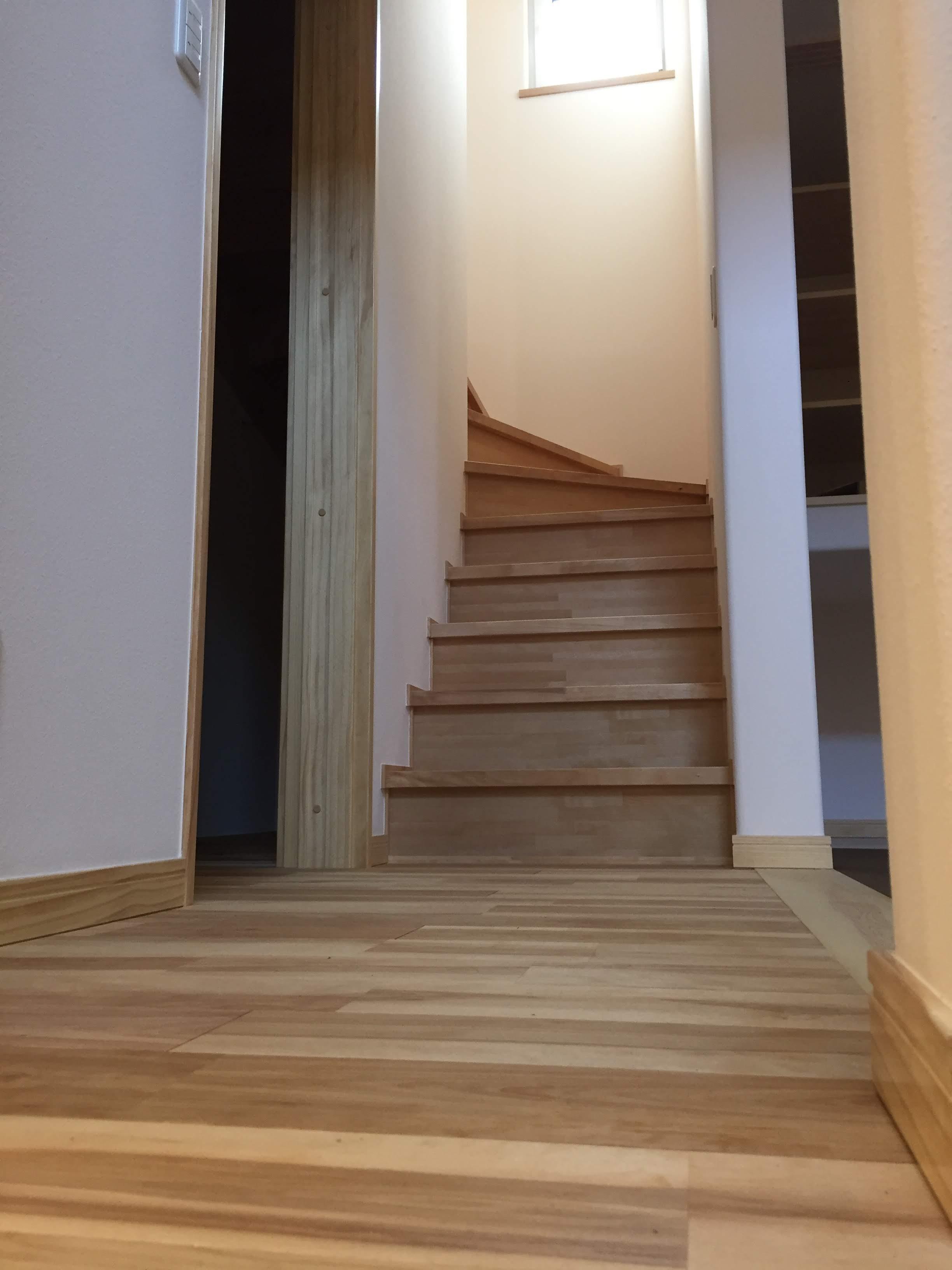 低燃費住宅ウェルネストホーム 階段1