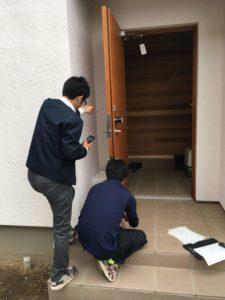 ガデリウス玄関ドアゆがみ測定1