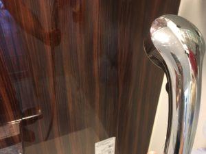 壁に熱湯シャワーでカビ対策